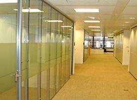 Flush glazed demountable partition system
